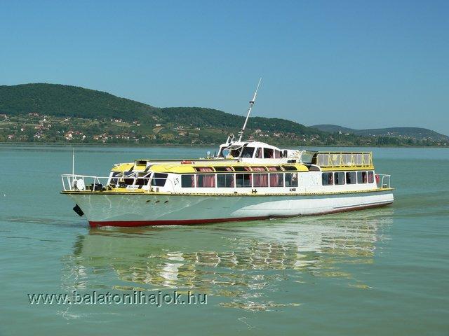 ALMÁDI motoros személyhajó