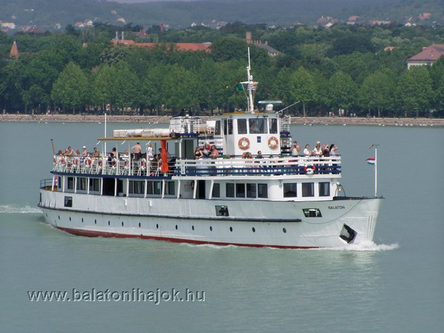BELOIANNISZ motoros személyhajó