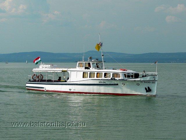 BOGLÁR motoros személyhajó