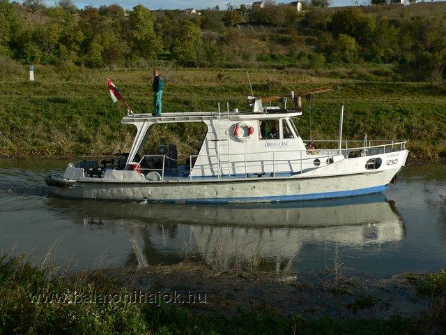 IZSÓ motoros szolgálati hajó