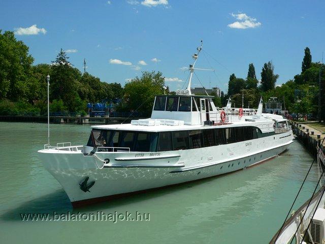SZÁNTÓD motoros személyhajó