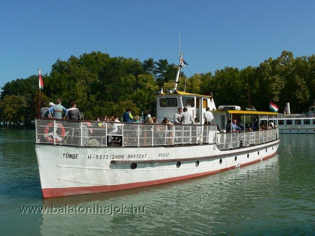 TÜNDE motoros személyhajó